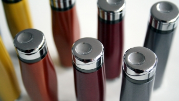 farben-und-materialien-feuerzeuge-schlagheck-design